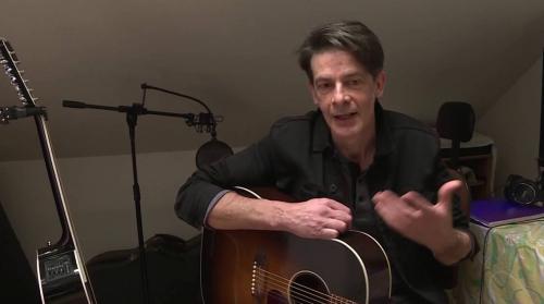 """Confinement : privé de tournée, le chanteur Laurent Piquot poursuit sur les réseaux son """"Imprévisible voyage"""" folk-rock"""