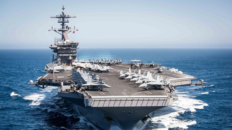 """""""Il n'y a aucune raison que des marins meurent"""" : un porte-avions américain touché par le coronavirus, son commandant appelle à l'aide"""