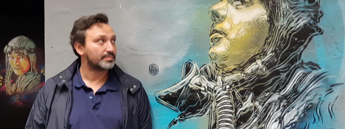 Le street-artist Christian Guémy (C215), lors d\'une exposition au musée de l\'Air et de l\'Espace du Bourget, le 25 septembre 2019.