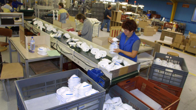 ENQUÊTE FRANCEINFO. Comment la France a sacrifié sa principale usine de masques basée en Bretagne