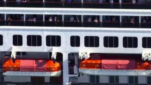 """VIDEO. Coronavirus :errance en mer, morts à bord... Les passagers du paquebot """"Zaandam"""" racontent leur calvaire jusqu'en Floride"""