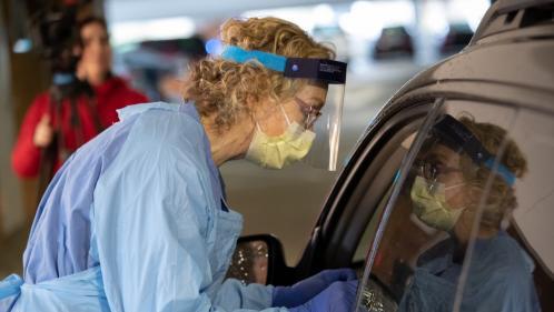 Coronavirus: les Etats-Unis enregistrent leur pire bilan quotidien depuis le début de l'épidémie, avec près de 1500 morts en 24heures