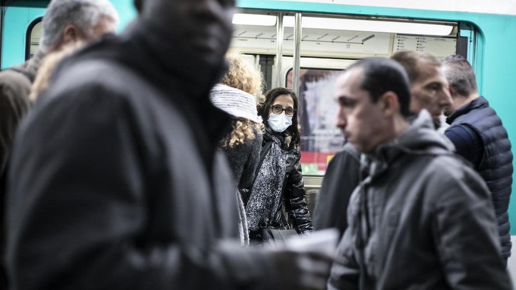 """Masques alternatifs face au coronavirus : """"Il faut se méfier du piège que peut représenter un foulard, ou un masque artisanal"""""""