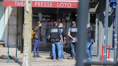 Attaque au couteau à Romans-sur-Isère: le Parquet national antiterroriste se saisit de l'enquête