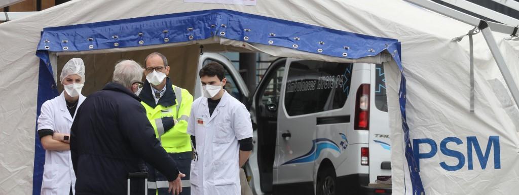 L\'entrée des urgences de l\'hôpital Henri Mondor, à Créteil, le 3 avril 2020.