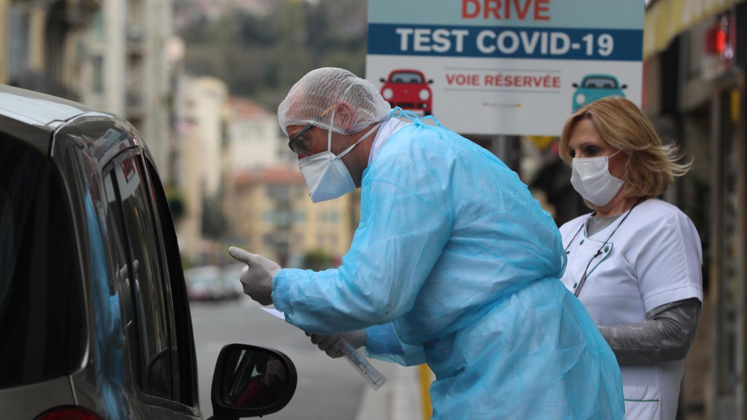 Coronavirus : les laboratoires de ville, vétérinaires ou encore de police et de gendarmerie, seront autorisés à tester des malades dès lundi