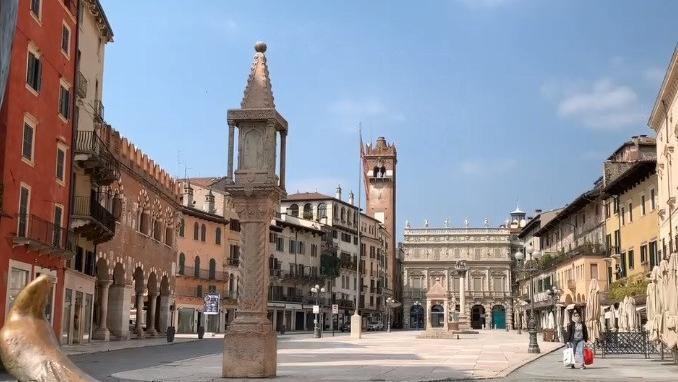 """VIDEO. Le confinement vu de Vérone, en Italie : """"Roméo et Juliette resteraient à la maison"""""""