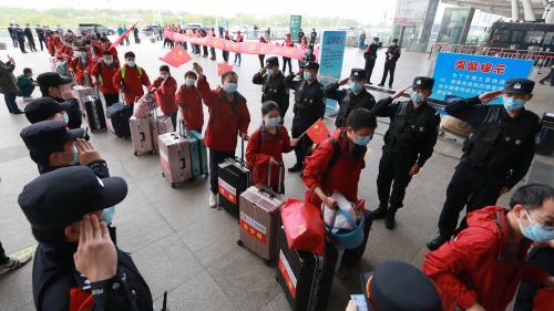 Coronavirus : après deux mois et demi de confinement, le bouclage est levé dans la ville chinoise de Wuhan, foyer de l'épidémie