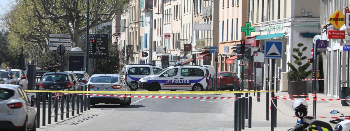 L\'attaque au couteau a fait deux morts,le 4 avril 2020, à Romans-sur-Isère (Drôme).