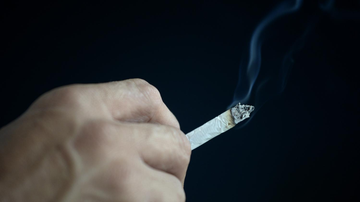 """La nicotine protège-t-elle du Covid-19 ? : """"Il faut rester très prudent"""" car """"il n'y a que quelques études"""", juge une tabacologue"""