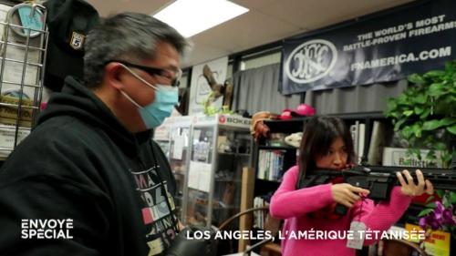"""VIDEO. """"Quand il n'y aura plus de nourriture, vous verrez ce qui va arriver"""" : ruée sur les armes à feu à Los Angeles, tétanisée par le coronavirus"""