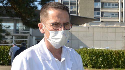 """""""Une violence inouïe"""" : le chef du pôle des urgences de Mulhouse raconte son combat quotidien contre le coronavirus"""
