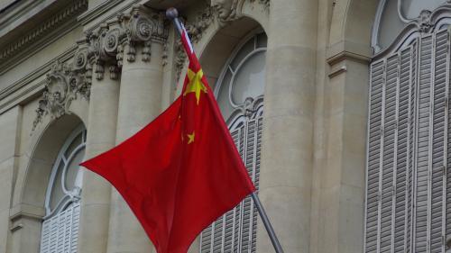 Hauts-de-Seine: trois étudiantes chinoises interpellées puis libérées, pour une distribution de masques dans la rue organisée par l'ambassade de Chine