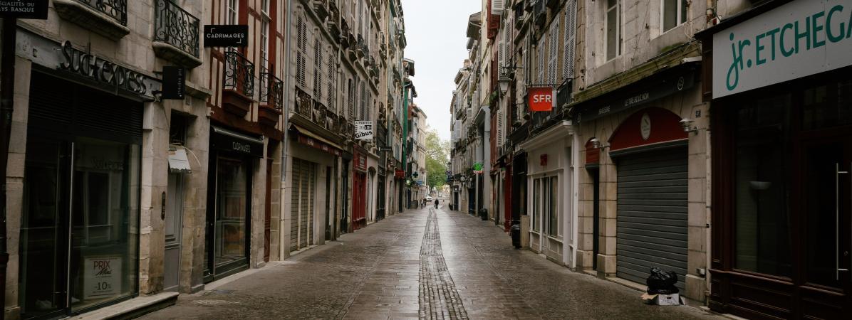 Une rue désertée de la ville de Bayonne (Pyrénées-Atlantiques), le 11 avril 2020.