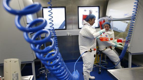 Des chercheurs du laboratoire P4 de Wuhan en Chine centrale.