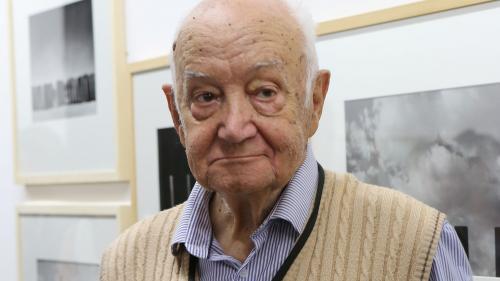 Gilbert Garcin, le retraité photographe qui avait séduit le monde avec son univers poétique et plein d'humour, est mort à 90 ans