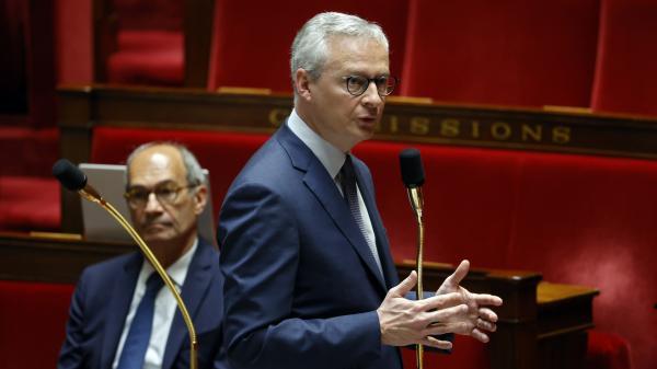 Coronavirus : Bruno Le Maire souhaite que tous les commerces puissent rouvrir le 11 mai, à l'exception des cafés, bars et restaurants
