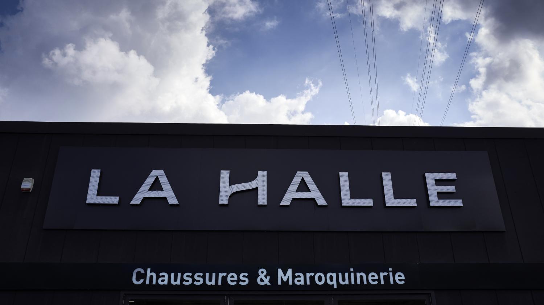 Photo of Le décryptage éco. Coronavirus : la chaîne de vêtements et chaussures La Halle précipitée vers la faillite | Franceinfo