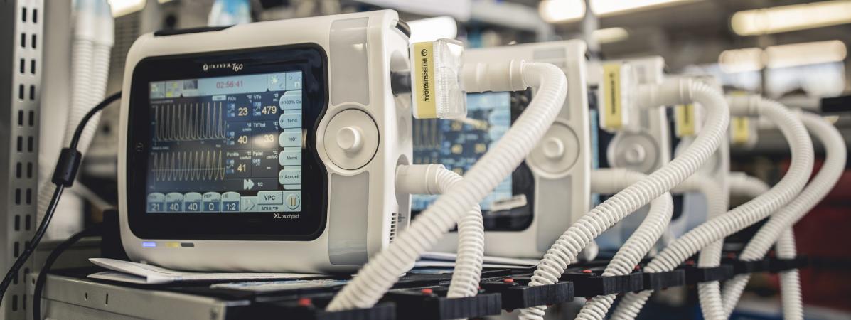 Fabrication de respirateurs au sein d\'une usine Air Liquide à Antony, le 3 avril 2020.