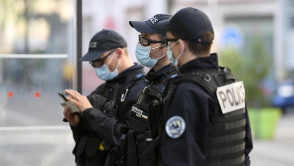 """""""On a l'impression que notre travail ne sert pas à grand chose"""" : des policiers face à la difficulté de faire respecter le confinement dans certains quartiers"""