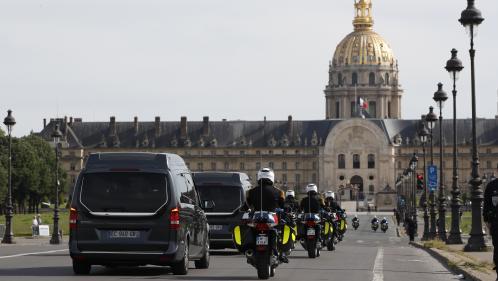 La France rend hommage à ses deux soldats morts au Mali