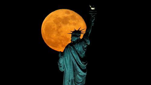 """EN IMAGES. De New York à Montbéliard, découvrez la quatrième et dernière """"super Lune"""" de l'année"""