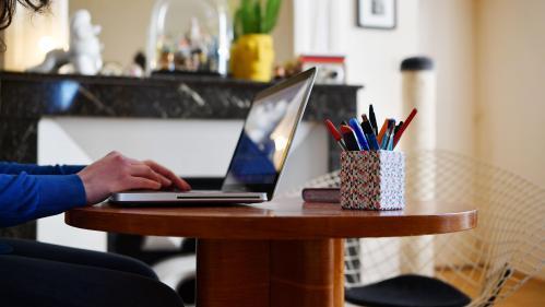 Frais professionnels, temps de travail, congés... Comment le télétravail est-il encadré depuis le déconfinement ?   https://www.francetvinfo.fr/sante/maladie/coronavirus/frais-professionnels-temps-de-travail-conges-les-regles-qui-encadrent-le-teletravail-
