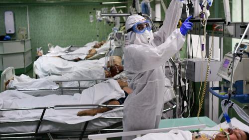 Coronavirus : que se passe-t-il en Russie, où l'on recense 10 000 nouveaux cas de Covid-19 chaque jour, mais où le nombre de morts reste relativement bas?