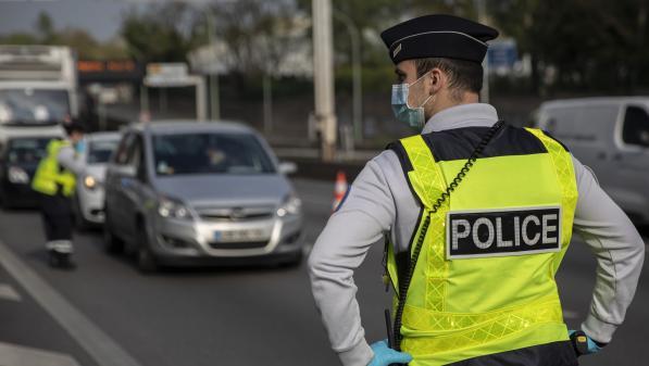 """""""C'est quand même une notion qui reste floue"""" : faire respecter la limitation de déplacement de 100km autour du domicile relève du casse-tête pour des policiers"""