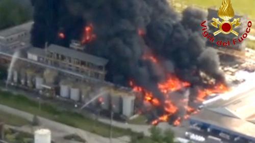 VIDEO. Italie : un impressionnant incendie se déclare dans une usine chimique près de Venise, au moins deux blessés