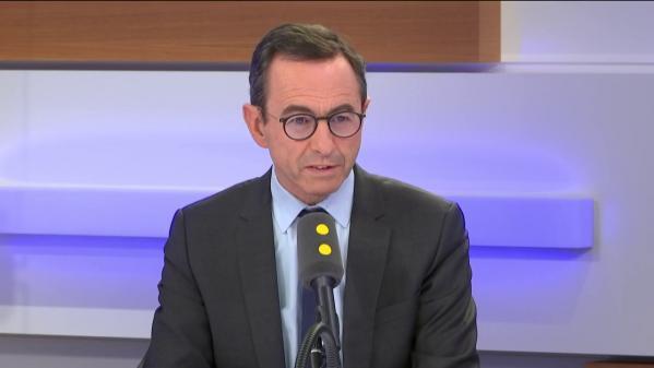 """Promesses d'Emmanuel Macron aux personnels de la Pitié-Salpêtrière : """"On le croira sur les actes"""", lance Bruno Retailleau"""