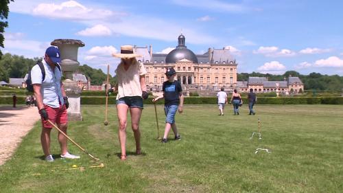 Le château de Vaux-le-Vicomte rouvre son parc aux visiteurs et leur offre des fleurs