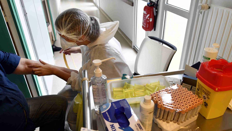 Coronavirus : le ministère de la Santé publie une liste de 23 tests sérologiques jugés fiables