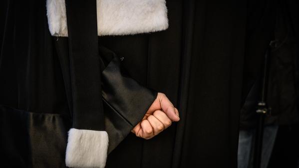"""TRIBUNE. Gestion de la crise sanitaire dans les Ehpad : trois avocats demandent une juridiction unique pour traiter les plaintes et """"faire face au drame"""""""
