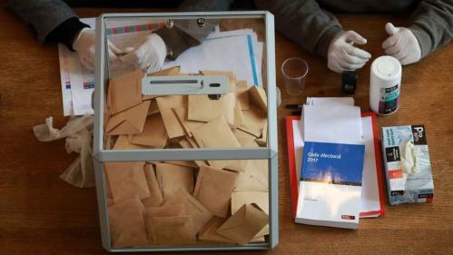 """""""Nous ne sommes pas des kamikazes"""" : face au second tour des municipales, la peur de tenir un bureau de vote à Marseille"""