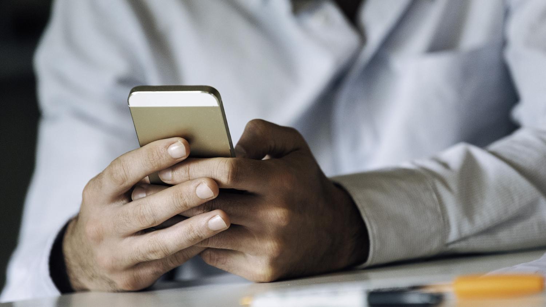 """Nouveau monde. Au lieu d'une application mobile contre le Covid-19, pourquoi ne pas utiliser les alertes par SMS """"Cell Broadcast"""""""
