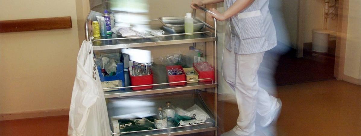 Une infirmière en milieu hospitalier en 2002. Photo d\'illustration.