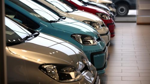 """""""On a une perte qui est assez colossale"""" : les concessionnaires attendent les annonces d'Emmanuel Macron pour relancer le secteur automobile"""