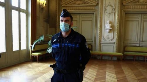 Hauts-de-Seine : l'hommage au policier ayant arrêté un terroriste présumé à Colombes