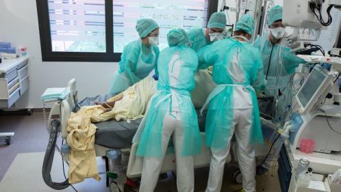 Coronavirus : la baisse continue dans les services de réanimation français, avec 1 555 malades, contre 1 894 une semaine auparavant