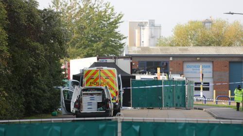 Vingt-six personnes arrêtées en France et en Belgique dans l'enquête sur la découverte des corps de 39migrants vietnamiens dans un camion, en Angleterre