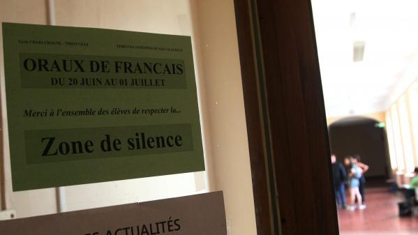 """""""Ce n'est pas comme ça qu'on motive des élèves!"""": les doutes subsistent sur le maintien de l'oral du bac de français"""