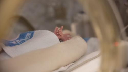 Coronavirus : un nourrisson est mort des suites du Covid-19 en Suisse