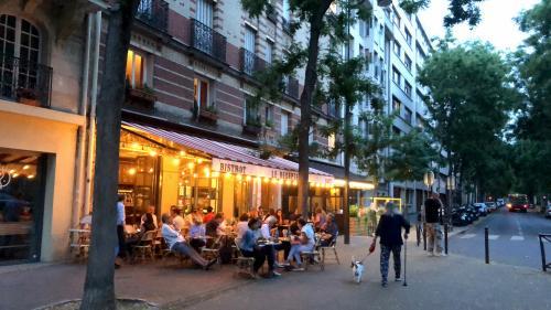 """Déconfinement : la réouverture des terrasses en Ile-de-France est """"une bouffée d'oxygène"""" mais """"il y a beaucoup d'établissements"""" qui n'en ont pas"""