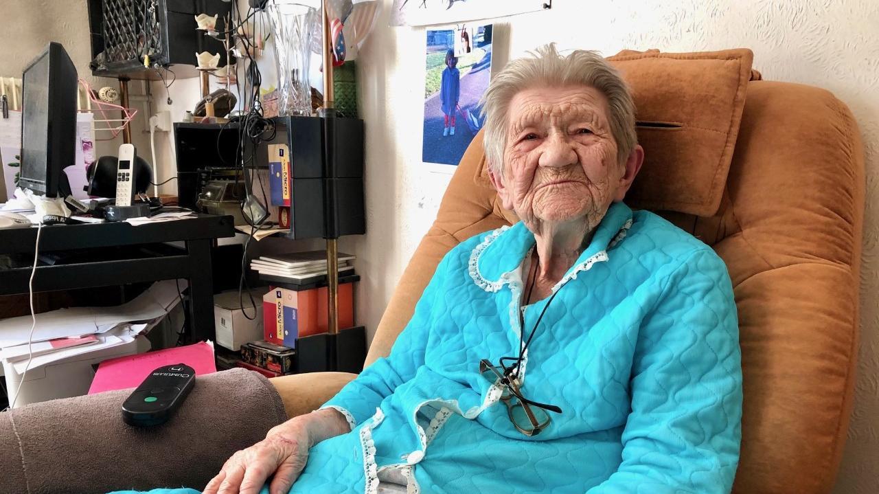 """""""Quand on souffre comme ça, ce n'est pas la peine de rester"""" : Hélène, centenaire, en grève de la fin pour qu'on lui laisse """"le droit de mourir"""""""