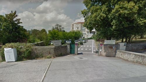 Ardèche : la flèche d'une grue tombe sur une maison de retraite, quatre blessés