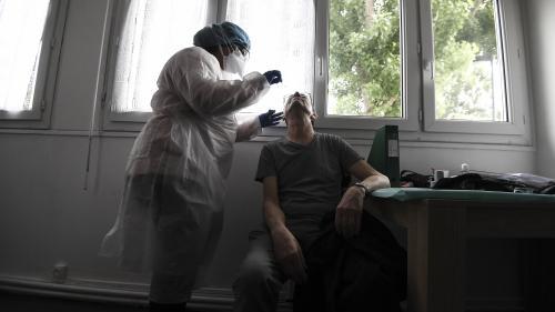 Coronavirus : pourquoi sommes-nous loin des 700 000 tests par semaine promis par le gouvernement ?