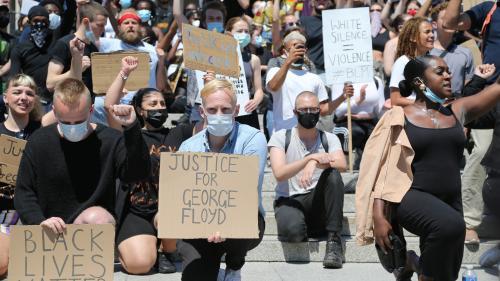 EN IMAGES. Toronto, Londres, Berlin... Les manifestations antiracistes se multiplient dans le monde après la mort de George Floyd