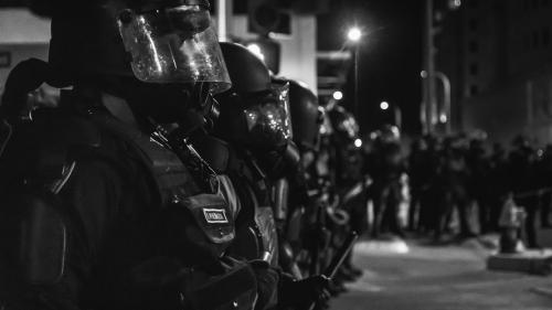 Mort de George Floyd: Donald Trump peut-il vraiment envoyer l'armée américaine contre son propre peuple pour rétablir l'ordre?