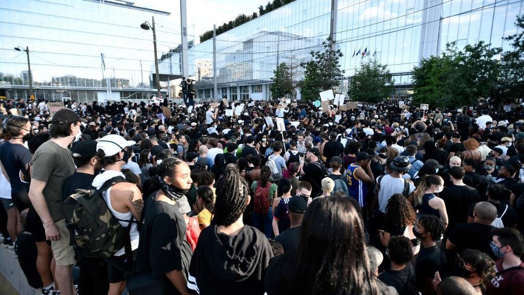 Mort d'Adama Traoré : plusieurs dizaines de milliers de personnes rassemblées en France contre les violences policières